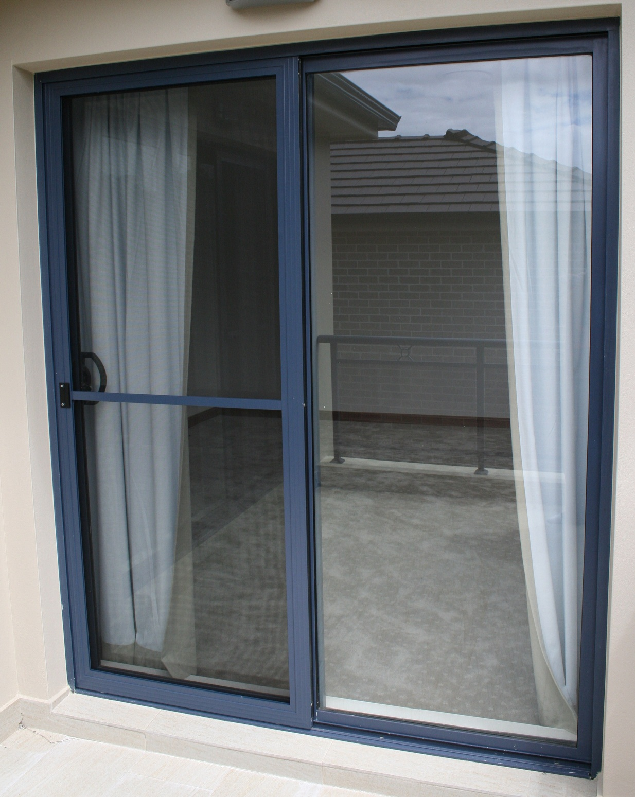 Commercial Sliding Doors Exterior Is Likely To Be Made Of Glass