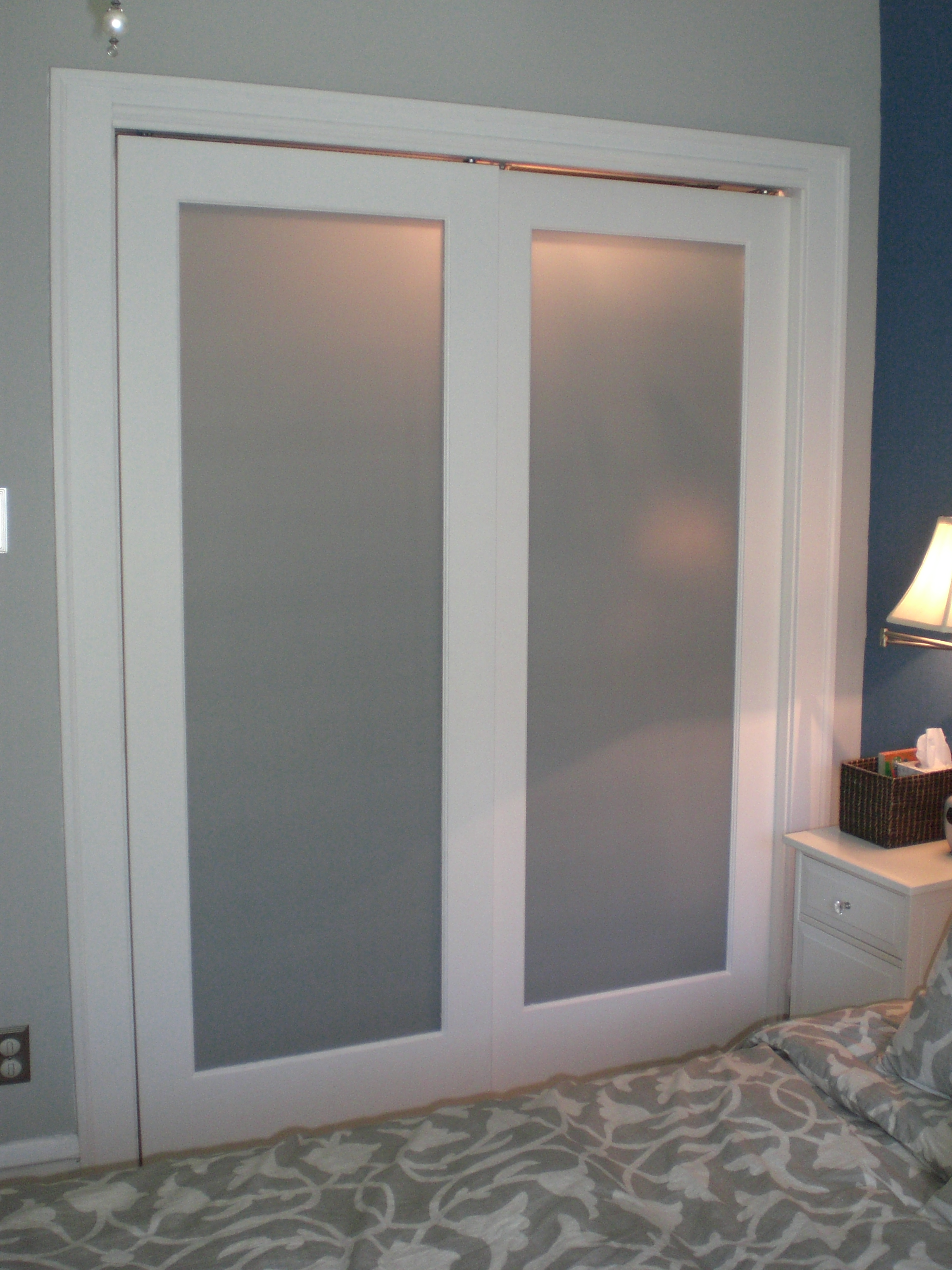 Frosted glass interior doors for bathrooms are not transparent
