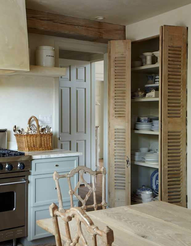 Full louvered interior doors are appropriate for rustic style