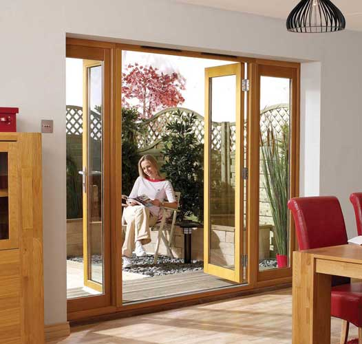 Internal oak doors with side panels create the complete impression