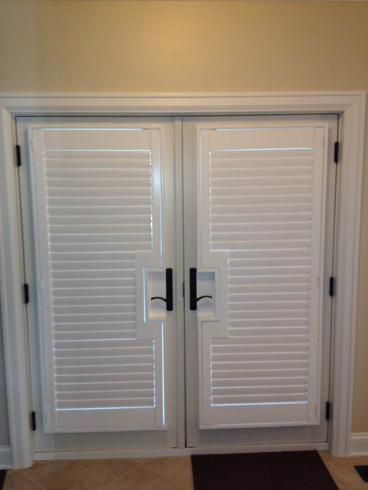 Louvered interior doors may possess white color scheme