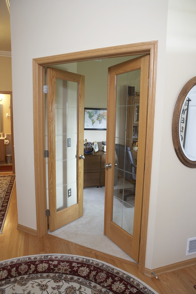 Replacement of glass panels for interior doors needs the knowledge