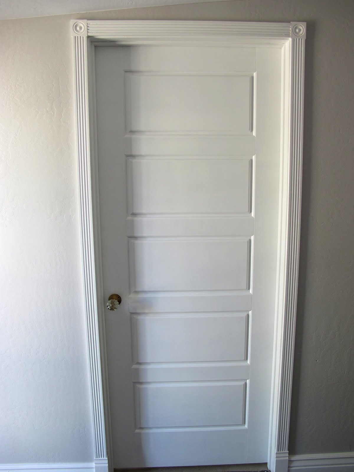 Replacement of hinges for interior doors is a work for a master