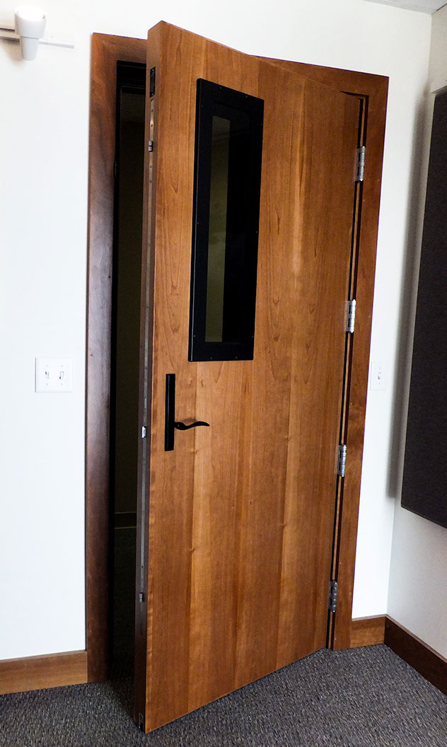 Soundproof internal doors made of wood are affordable