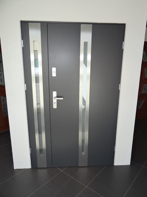 Steel entry doors with sidelites create a great barrier to outside noises