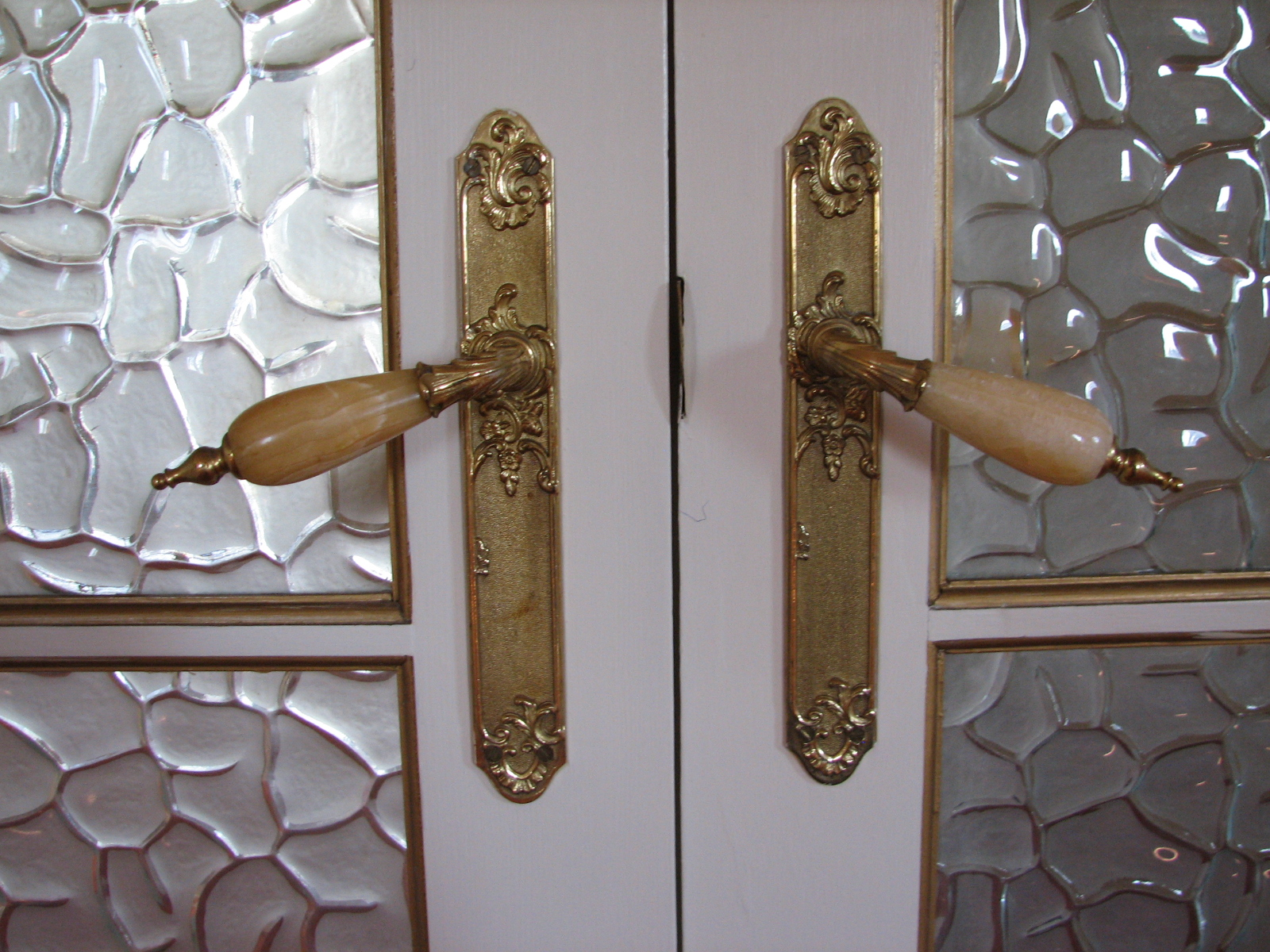 Vintage interior door handles emphasize the aristocracy of such door design