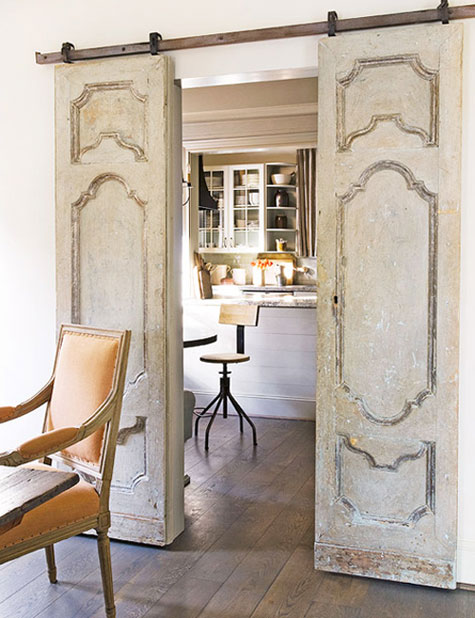 Vintage interior sliding doors present the combination of pretentious design and modern techniques