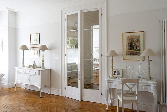 Vintage internal double doors emphasize the room design very successfully
