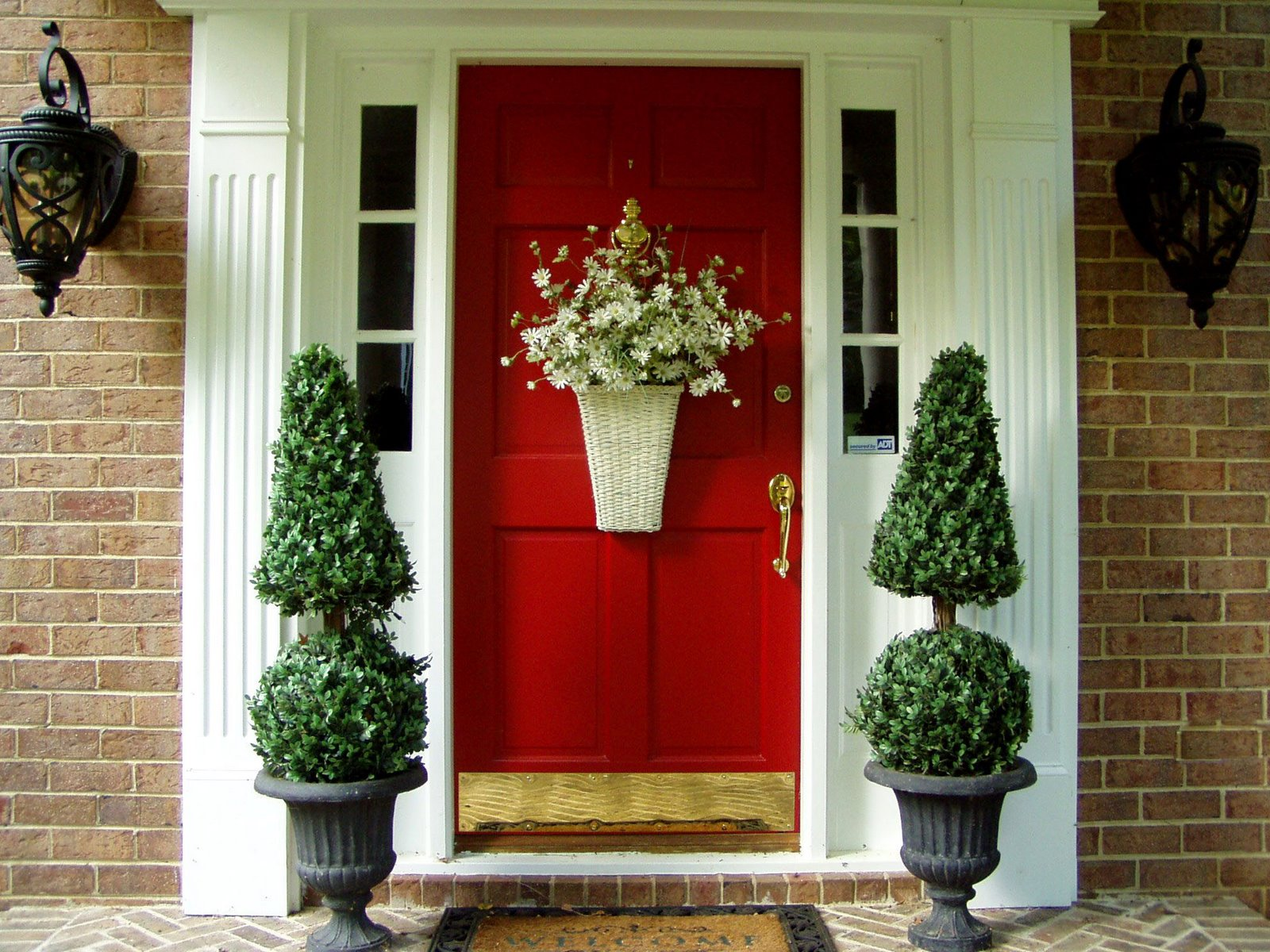 Decorative front doors can be ordered in the UK