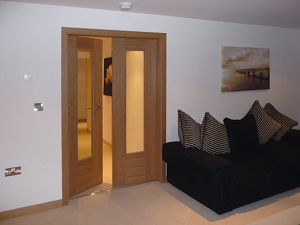 Oak glass panel interior door is durable