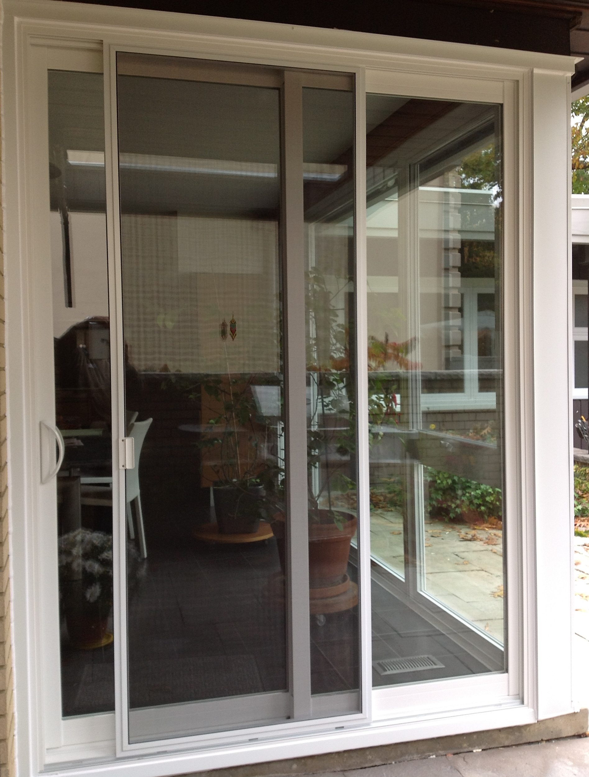 Sliding interior screen doors design is the most popular one on the market today
