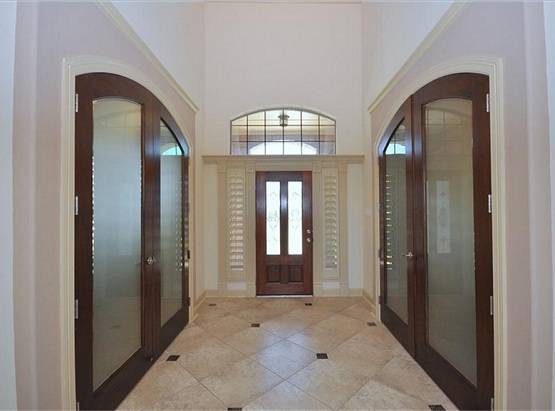 Interior door slabs with glass for creating a modern style in the interior design