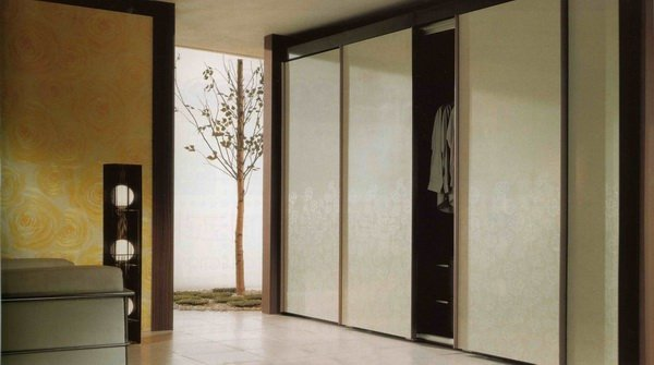 Mobile home interior closet doors may be installed easily by yourself